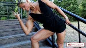 Impressive midwest muscle! Get the newest Autumn Swansen video today from her Clips Studio and show your support!