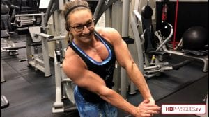 Amazingly ripped even in her offseason, powerful Beefnuggette exhibits amazing muscle control of that thick and meaty chest!