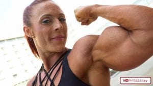 Outstanding biceps that are HUGE, presented in huge 4K resolution - get this amazing video today in the Katie Lee's Peak Power Studio!
